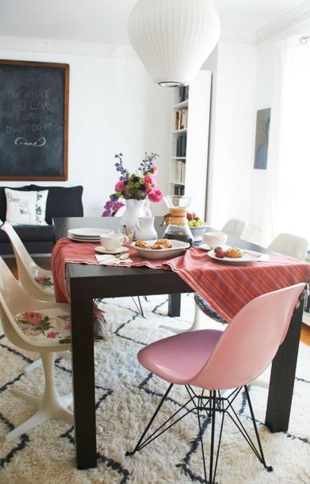 cadeiras-cor-de-rosa-brancas