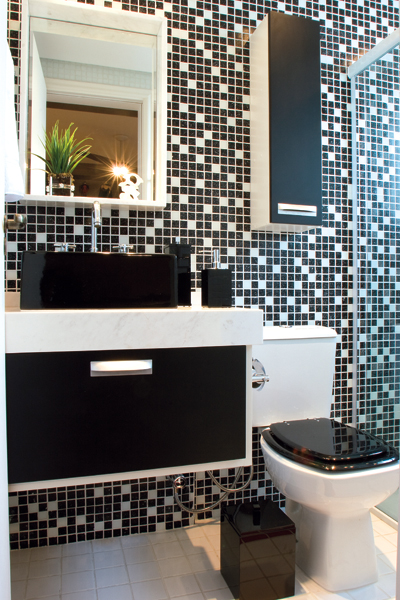 30 fotos de decoração de banheiros com pastilhas -> Banheiros Com Pastilhas Escuras