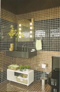 banheiros com pastilhas de vidro marrom