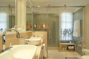 banheiros com pastilhas de vidro foto