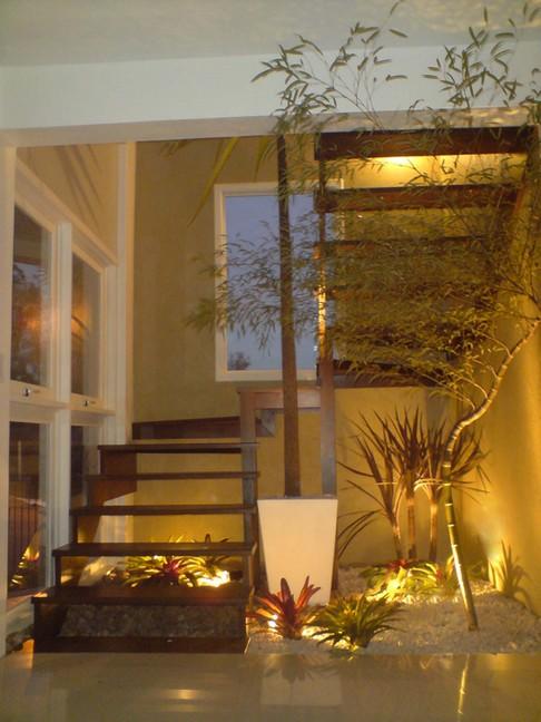 iluminacao para jardim de inverno:Decoração de escadas com plantas