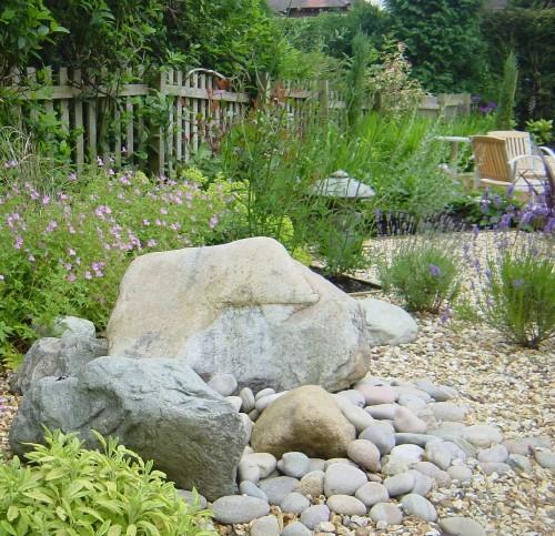decora o de jardim com seixos. Black Bedroom Furniture Sets. Home Design Ideas