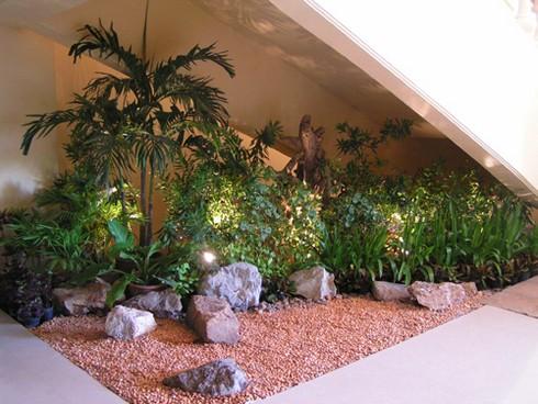 Fotos de decora o de jardins de inverno for Garden design under the stairs